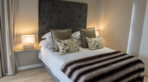 Paarl_Queenslin_Guesthouse_Deluxe_bed